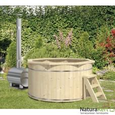 Forró fürdő külső fűtéssel, hőkezelt fából
